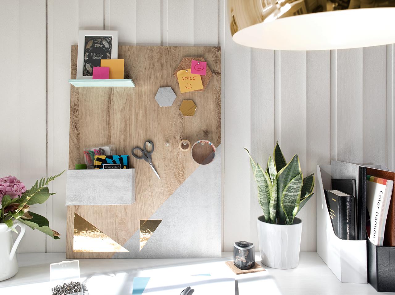 Praktyczny drewniany przybór do majsterkowania wykonany z drewna, pokryty folią samoprzylepną d-c-fix® w pastelowych kolorach i złocie.