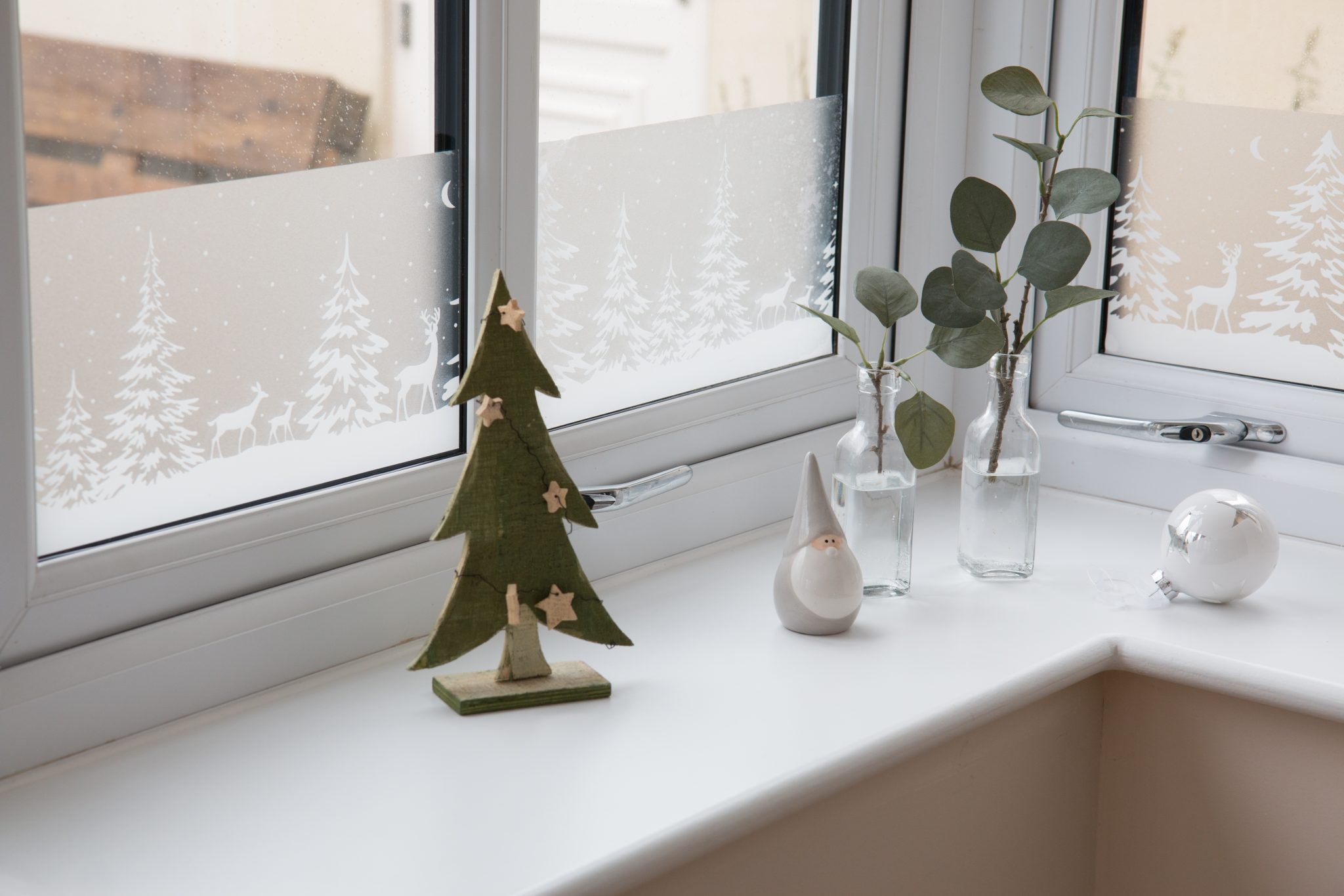 Festive winter ambiance with D-C-Fix® Winter Borders window film with a winter landscape motif.