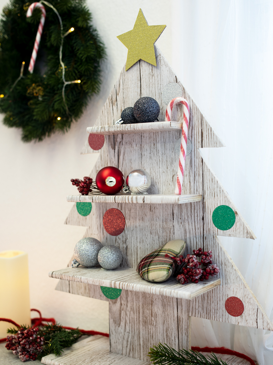Decorative DIY wooden shelf in the shape of a Christmas tree designed with d-c-fix® foil in a wood look.
