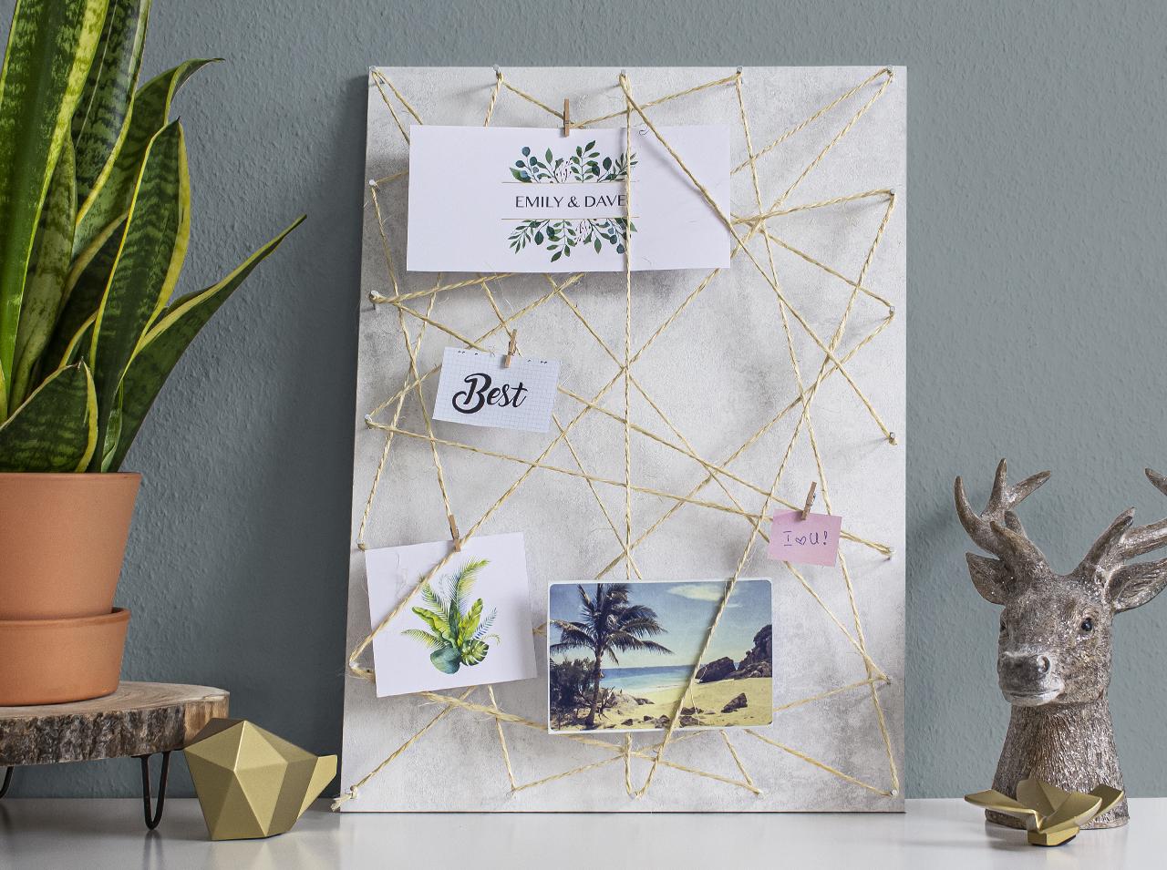 Доска для заметок, созданная своими руками с помощью самоклеящейся пленки d-c-fix® Concrete White под бетон.