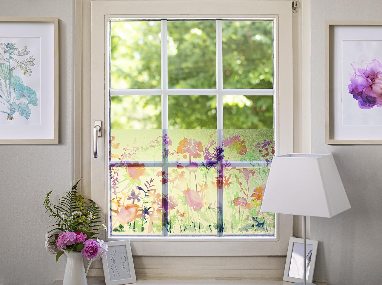 Superficie della finestra ricoperta dalla pellicola per la privacy d-c-fix® Static Premium Miraflores per una maggiore privacy.